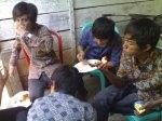 temen2 lagi makan (2)